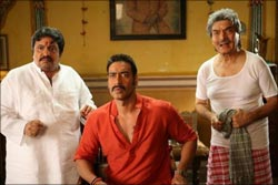 Neeraj Vora, Ajay Devgn and Asrani in Bol Bachchan