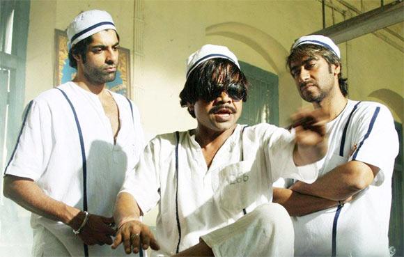 Prashant Raj Sachdev, Rajpal Yadav Ajay Devgn in  Ram Gopal Varma Ki Aag