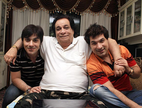 Kader Khan with his son Shahnawaaz (left) and Sarfaraaz (right)