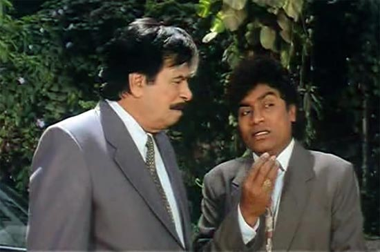 Kader Khan and Johnny Lever in Dulhe Raja