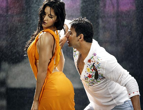 Katrina Kaif with Akshay Kumar in De Dana Dan