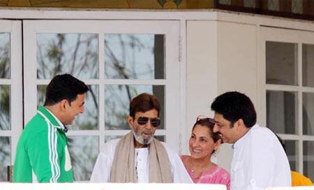 Rajesh Khanna with Akshay Kumar and Dimple Kapadia