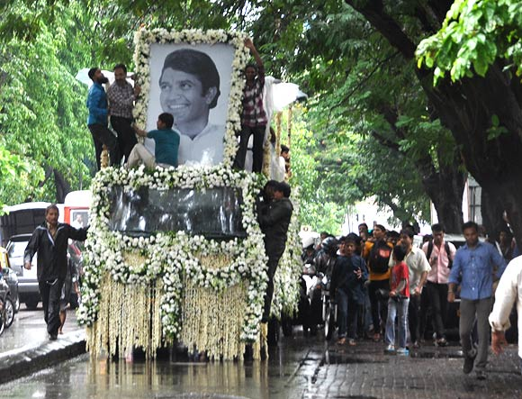 The truck carrying Rajesh Khanna's body