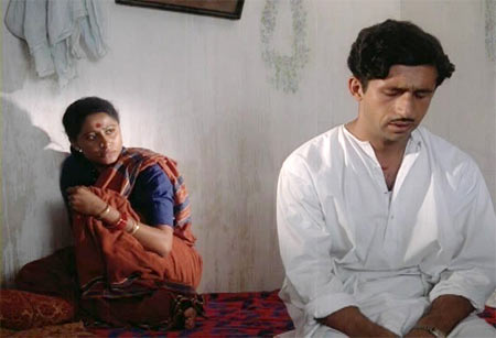 Naseeruddin Shah with Smita Patil in Nishant