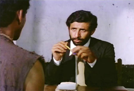 Naseeruddin Shah in Aakrosh