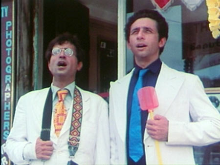 Naseeruddin Shah with Ravi Baswani in Jaane Bhi Do Yaaron
