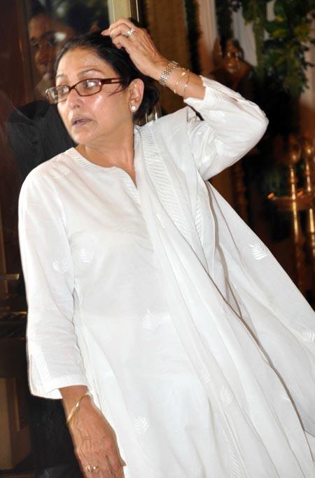 Pix: Stars attend Rajesh Khanna's chautha - Rediff.com Movies