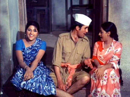 Rajesh Khanna and Jaya Bachchan, right, in Bawarchi