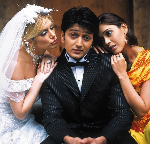 Brande Roderick, Riteish Deshmukh and Hrishita Bhatt in Out Of Control