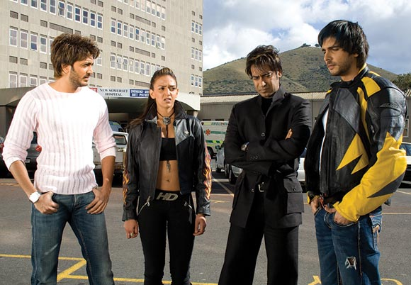 Ritiesh Deshmukh, Esha Deol, Ajay Devgn and Zayed Khan in Cash