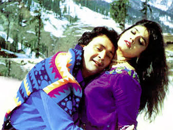 Rishi Kapoor and Raveen aTandon in Saajan Ki Baahon Mein