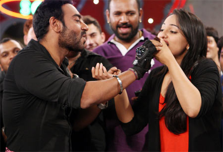 Ajay Devgn feeds the cake to Sonakshi Sinha
