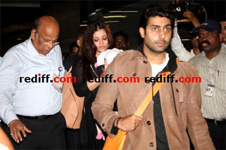 Aishwarya Rai Bachchan with Aradhya and Abhishek Bachchan