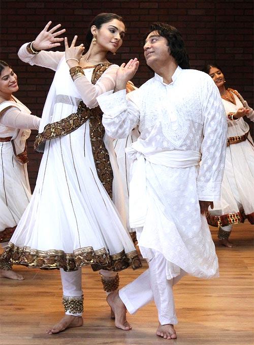 Andrea Jeremiah and Kamal Hasan in Vishwaroopam