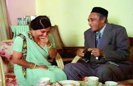 Pearl Padamsee and Ashok Kumar in Khatta Meetha