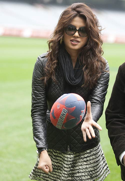Priyanka Chopra and Shahid Kapoor at Melbourne Cricket Ground
