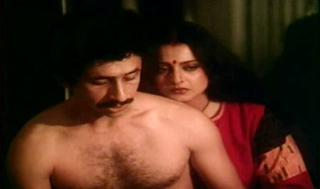 Naseeruddin Shah and Rekha in Ijaazat