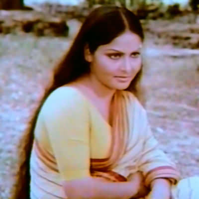 Rakhee in Jurmana