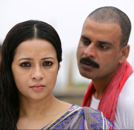 Reema Sen and Manoj Bajpayee in Gangs Of Wasseypur