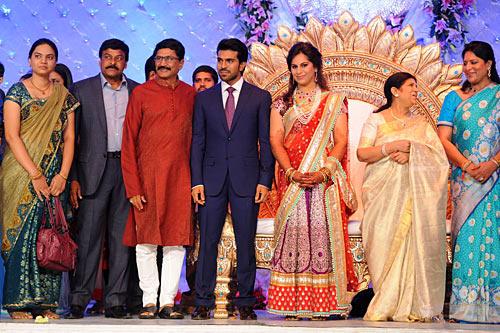 Murali Mohan with his family, Ram Charan, Upasana, Surekha, Shobhana