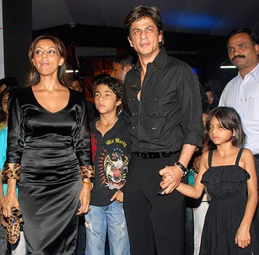 Shah Rukh Khan with wife Gauri and kids Suhana and Aryan