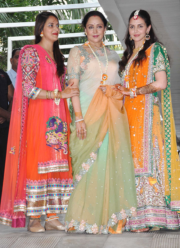 Ahana Deol with Hema Malini and Esha Deol