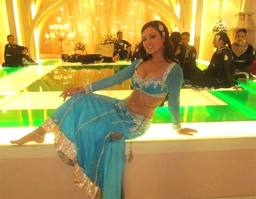 Maryam Zakaria in Agent Vinod