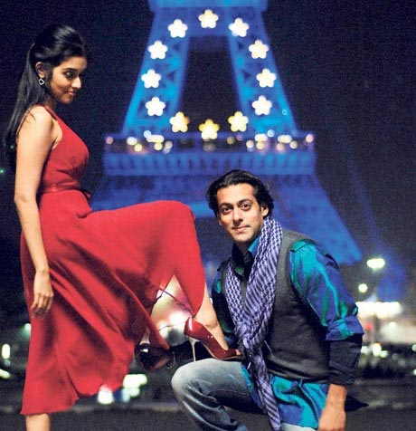 Asin and Salman Khan in London Dreams