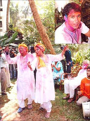 Shabana Azmi and Javed Akhtar. Inset: Farhan Akhtar