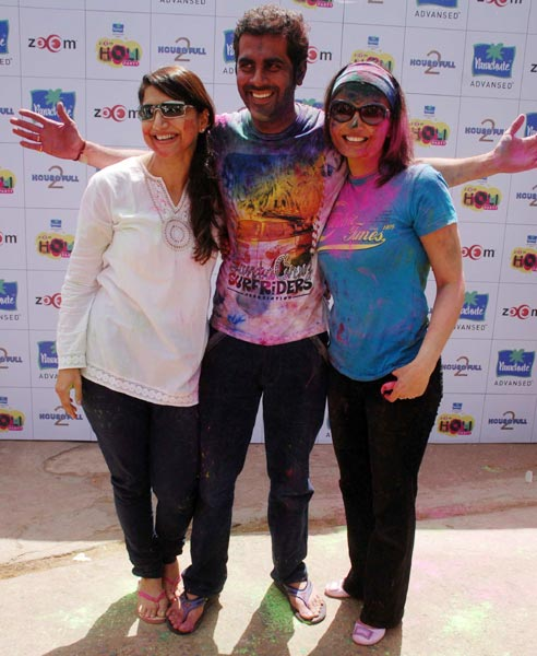 Deepshikha and Keshav Arora along with a friend