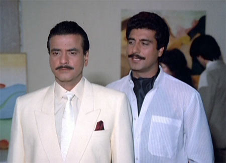 Jeetendra and Raj Babbar in Aasman Se Ooncha