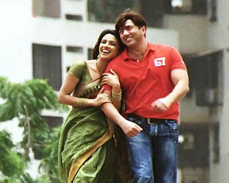 Sunny Deol with Priyanka Chopra in The Hero: Love Story Of A Spy