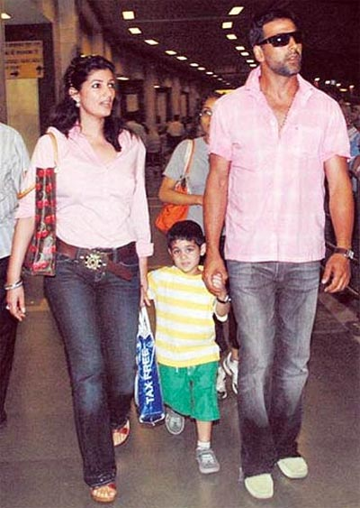 Akshay Kumar with son Aarav and Twinkle Khanna