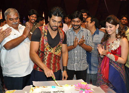 Ram Charan cuts his birthday cake