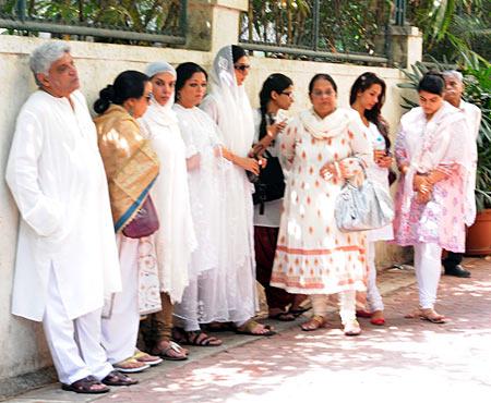 Javed Akhtar, Ila Arun, Shabana Azmi, Tanvi Azmi, Tabu, Malaika Arora Khan with guests