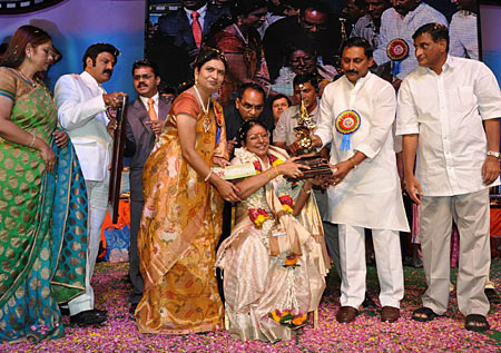 Sharada along with Jayasudha, Nandamuri Balkrishna, D K Aruna and Kiran Kumar Reddy