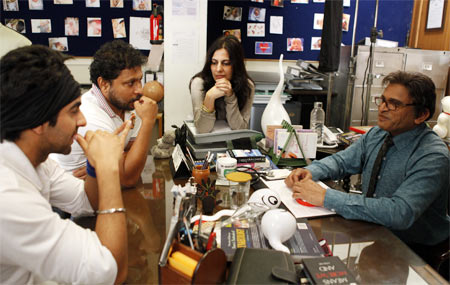 Ayushmann Khurrana, Shoojit Sircar, Juhi Chaturvedi and Annu Kapoor on the sets of Vicky Donor