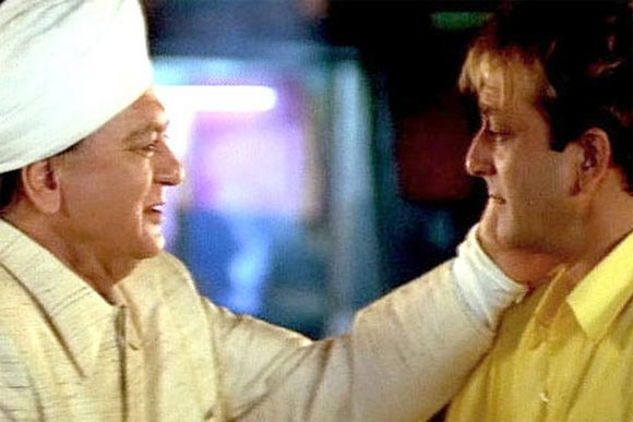 Sunil Dutt and Sanjay Dutt in Munnabhai MBBS