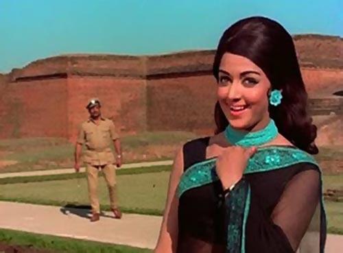Hema Malini in Johny Mera Naam
