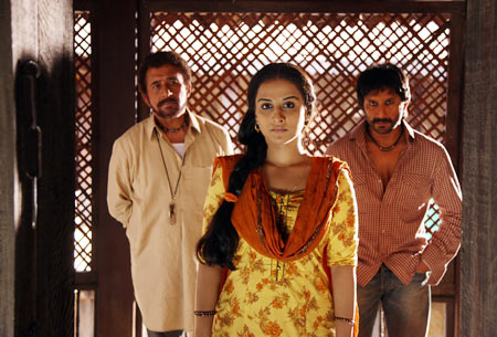 Naseeruddin Shah, Vidya Balan and Arshad Warsi in Ishqiya