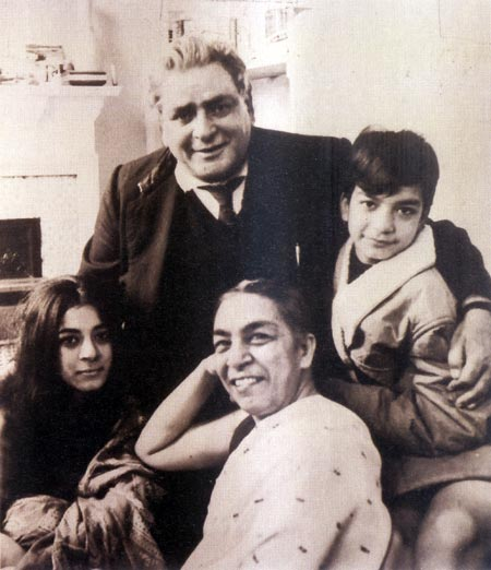 Zohra Segal, Kiran and Pavan (Zohra Segal's daughter and son) with Prithviraj Kapoor, London, 1960