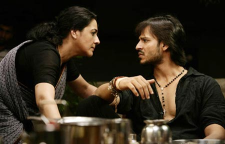 Amrita Singh and Vivek Oberoi in Shootout At Lokhandwala