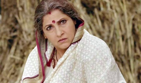 Dimple Kapadia in Dabangg