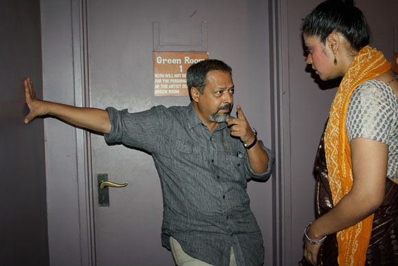 Director Sunil Shanbag briefs an artiste