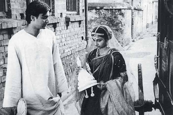 Soumitra Chatterjee and Sharmila Tagore in Apur Sansar