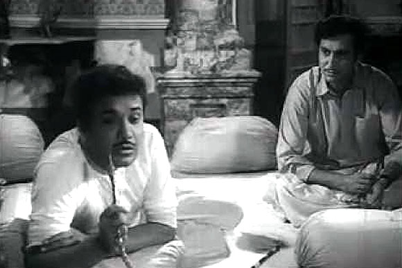 Uttam Kumar and Soumitra Chatterjee in Stree