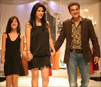 Shanaya, Maheep and Sanjay Kapoor