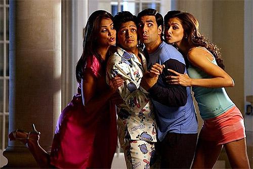 Lara Dutta, Riteish Deshmukh, Akhsya Kumar and Deepika Padukone in Housefull
