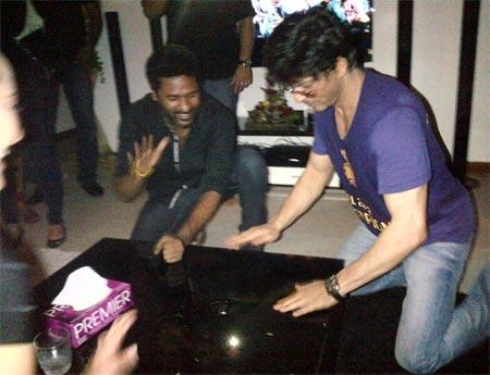 Shah Rukh Khan learns dance moves from Prabhu Deva