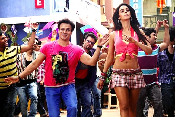 Vivek Oberoi and Mallika Sherawat in Kismat Love Paisa Dilli